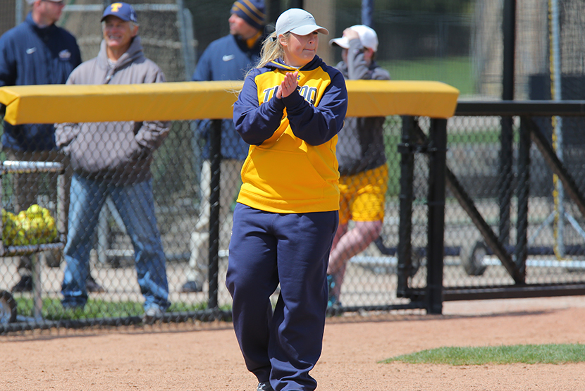 Softball Announces Dates for Fall Camps and Clinics - University of